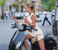 myluxurycloset.com-editorial-web-fashion-image-on-Vespa-2016_497